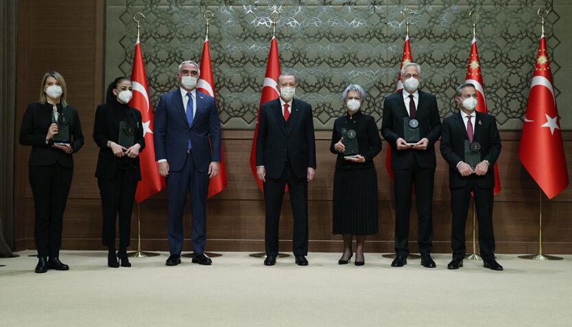 Medeniyetler Korosu, ödülünü Cumhurbaşkanı Erdoğan'dan aldı