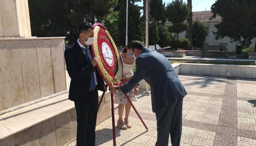 Müdür Güner, anıta çelenk sundu