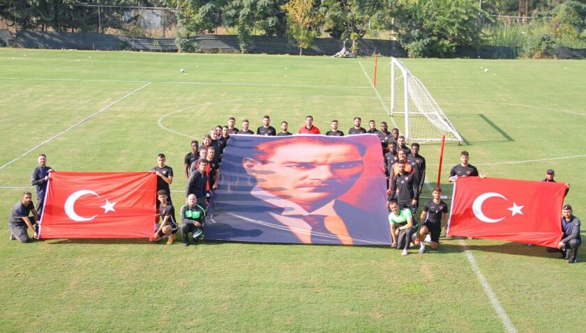 Hatayspor Atatürk'e selam durdu!