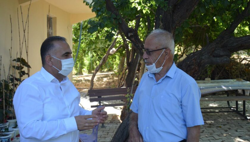 Kaymakam Uygur ve Başkan Sarı'dan şehit babasına ziyaret