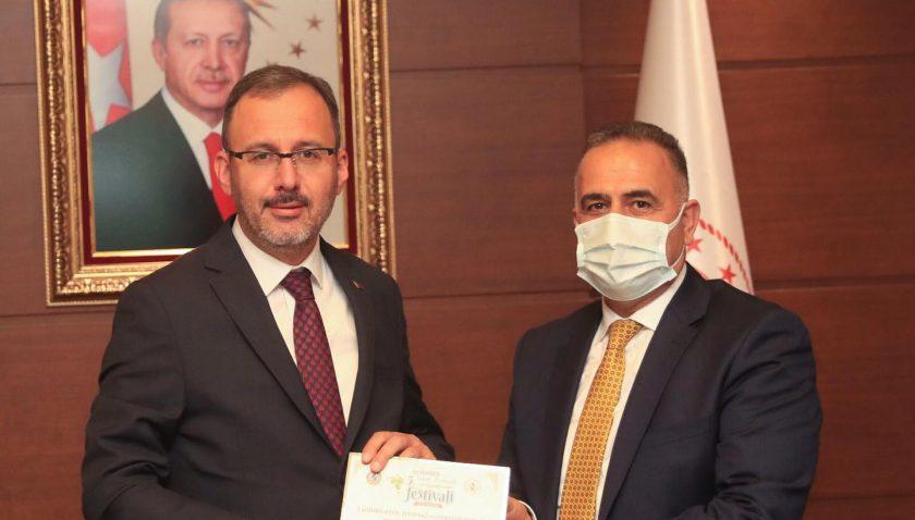 Başkan Sarı Bakan Kasapoğlu'nu festivale davet etti