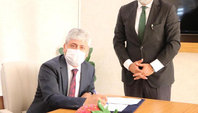 Yayladağı Çilek İşleme Tesisi protokolü imzalandı