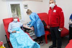 Kan bağışladı, kan bağışı çağrısında bulundu