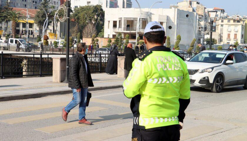 Yayalara yol vermeyen sürücülere ceza yağdı!