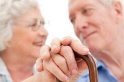 Kadınlar erkeklerden 5,4 yıl daha uzun yaşıyor