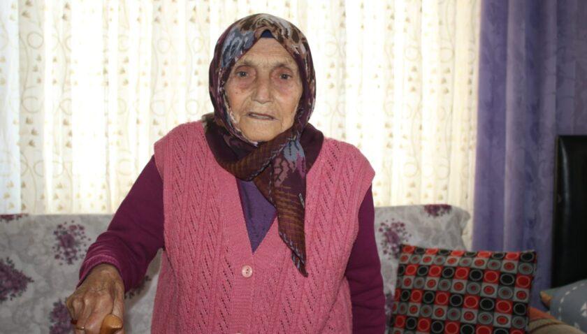 90 yaşındaki Hamide nine AK Parti'ye üye oldu!